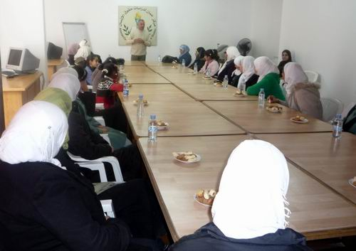 Photo of مركز عمان ينظم ورشة تدريبية لاناث الاعدادية