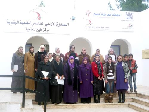 صورة للمشاركات في الدورة