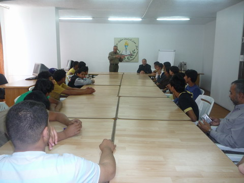 صورة مركز عمان ينظم ندوة في حقوق الانسان لاعضاء البرلمان الطلابي لاعدادية ذكور مخيم غزة بجرش