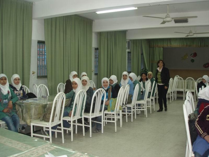 محاضرة-حول-الاعلان-العالمي-لحقوق-الانسان-في-مدرسة-مخيم-الوحدات-الاعدادية-الثالثة