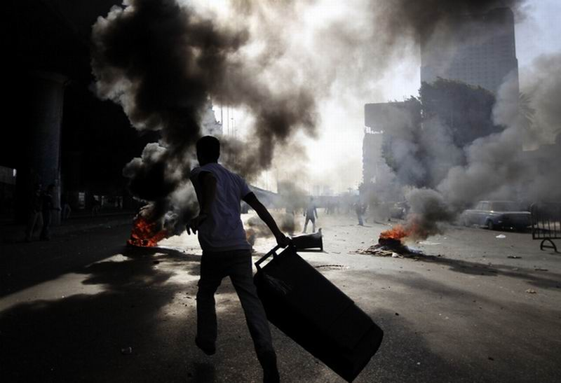 Photo of مصر: المتظاهرون يتحدون قوات مكافحة الشغب، الرقابة