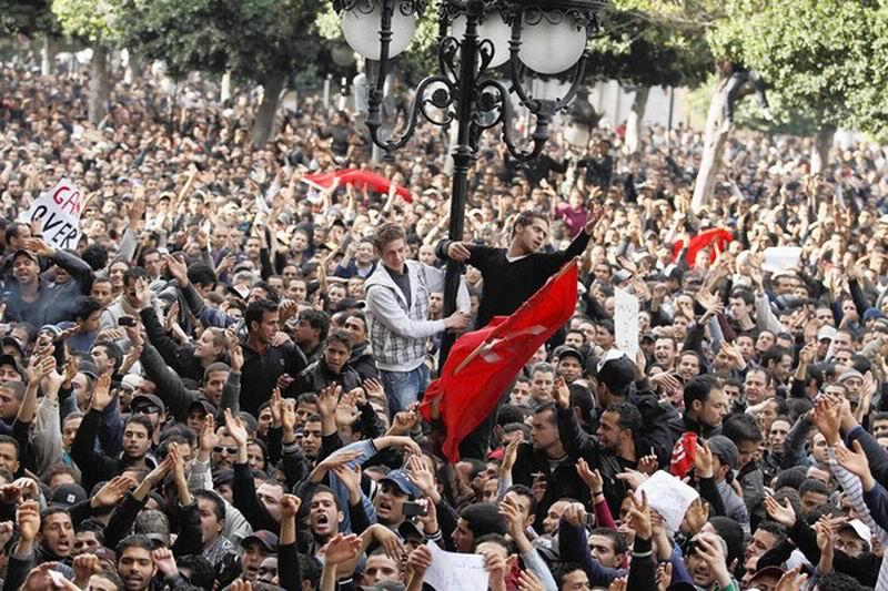 صورة تقرير بالصور عن انتفاضة الشعب التونسي البطل  وفرار الرئيس  المخلوع زين العابدين بن علي
