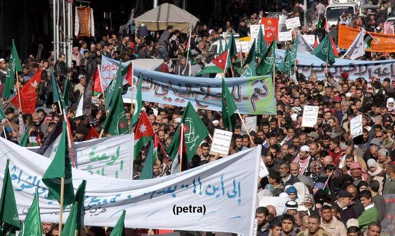 مسيرات شعبية وحزبية انطلقت بعد صلاة الجمعة، تطالب بتخفيض الاسعار وتحسين الاوضاع المعيشية للمواطنين