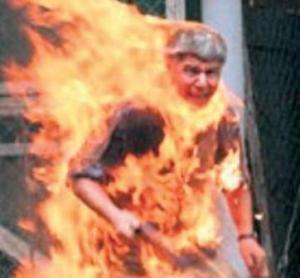 خرج بوعزيزي من مبنى البلدية وأضرم النار في جسده