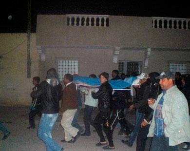 جنازة قتيل سقط في ولاية سيدي بوزيد التي انطلقت منها شرارة الاحتجاجات