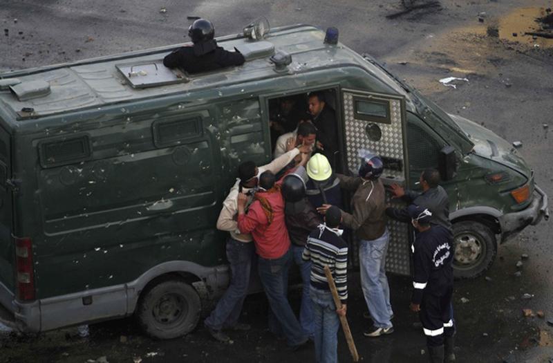 مصر: يجب الإفراج عن المعتقلين ورفع حالة الطوارئ ووضع حد لأعمال التعذيب