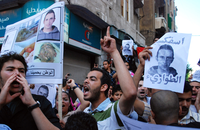 صورة مصر: المتظاهرون يتحدون قوات مكافحة الشغب