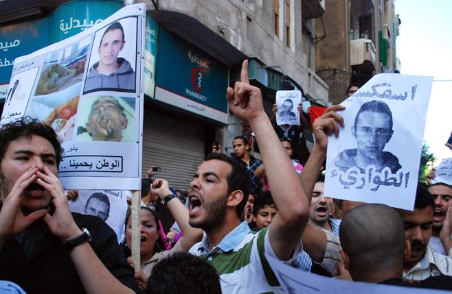Photo of مصر: المتظاهرون يتحدون قوات مكافحة الشغب