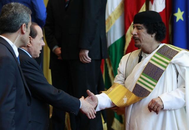 صورة يجب أن تضغط إيطاليا على القذافي كي يوقف العنف المُمارس ضد المتظاهرين