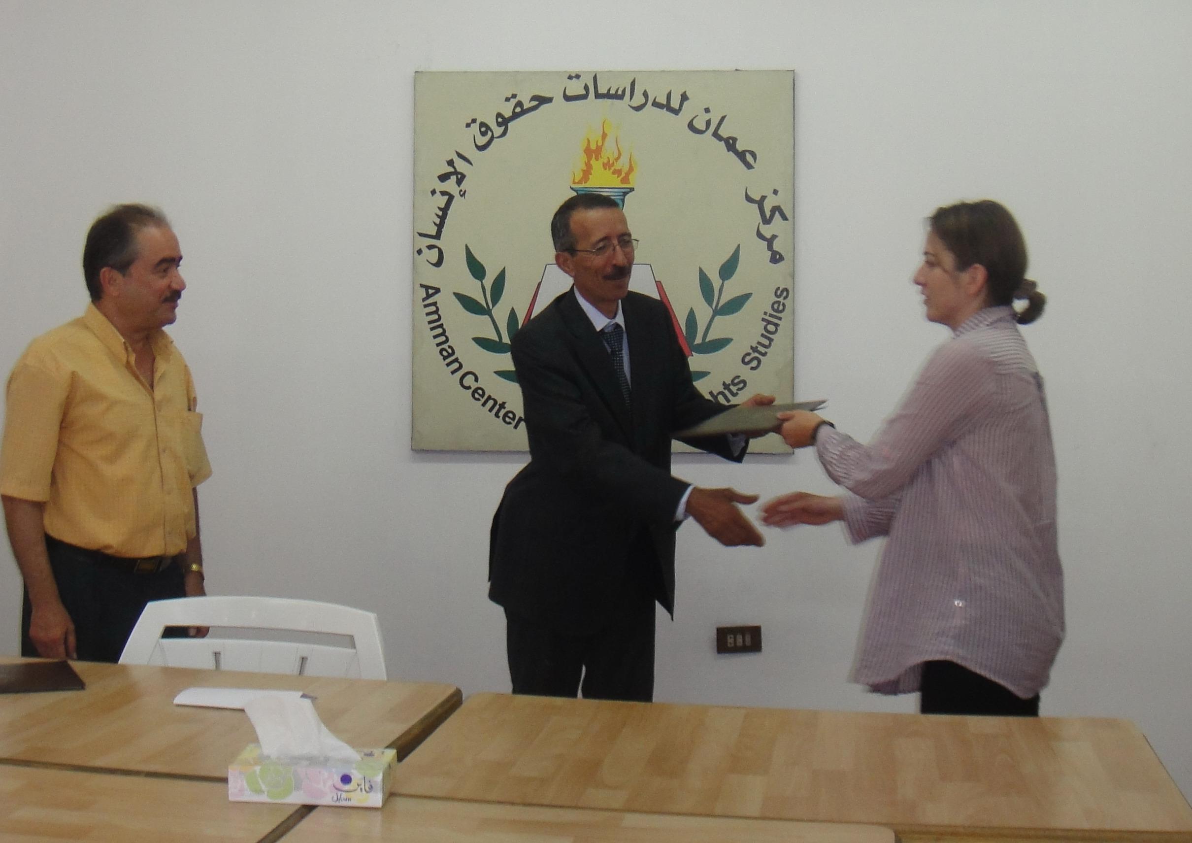 صورة تخريج الدفعة الأولى من برنامج  المعهد الأردني لإعداد القيادات النسائية لعام 2010- 2011