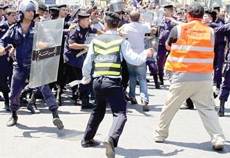 Photo of المنظمات الحقوقية الأردنية  تدين الإعتداء على المعتصمين والاعلاميين في العاصمة عمان