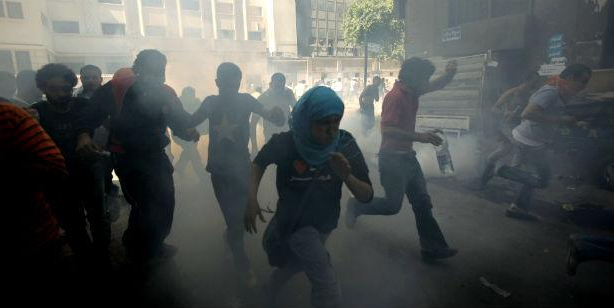 Photo of الشرق الأوسط وشمال أفريقيا: بوادر لاستمرار الاحتجاجات والقمع في 2012