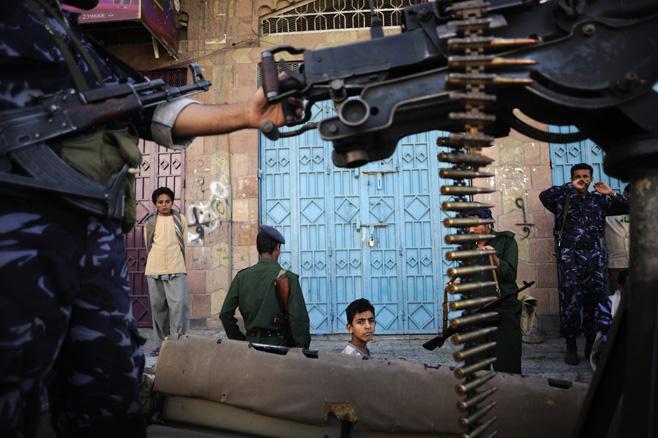 Photo of اليمن: هجمات غير قانونية وحرمان من الرعاية الطبية في تعز