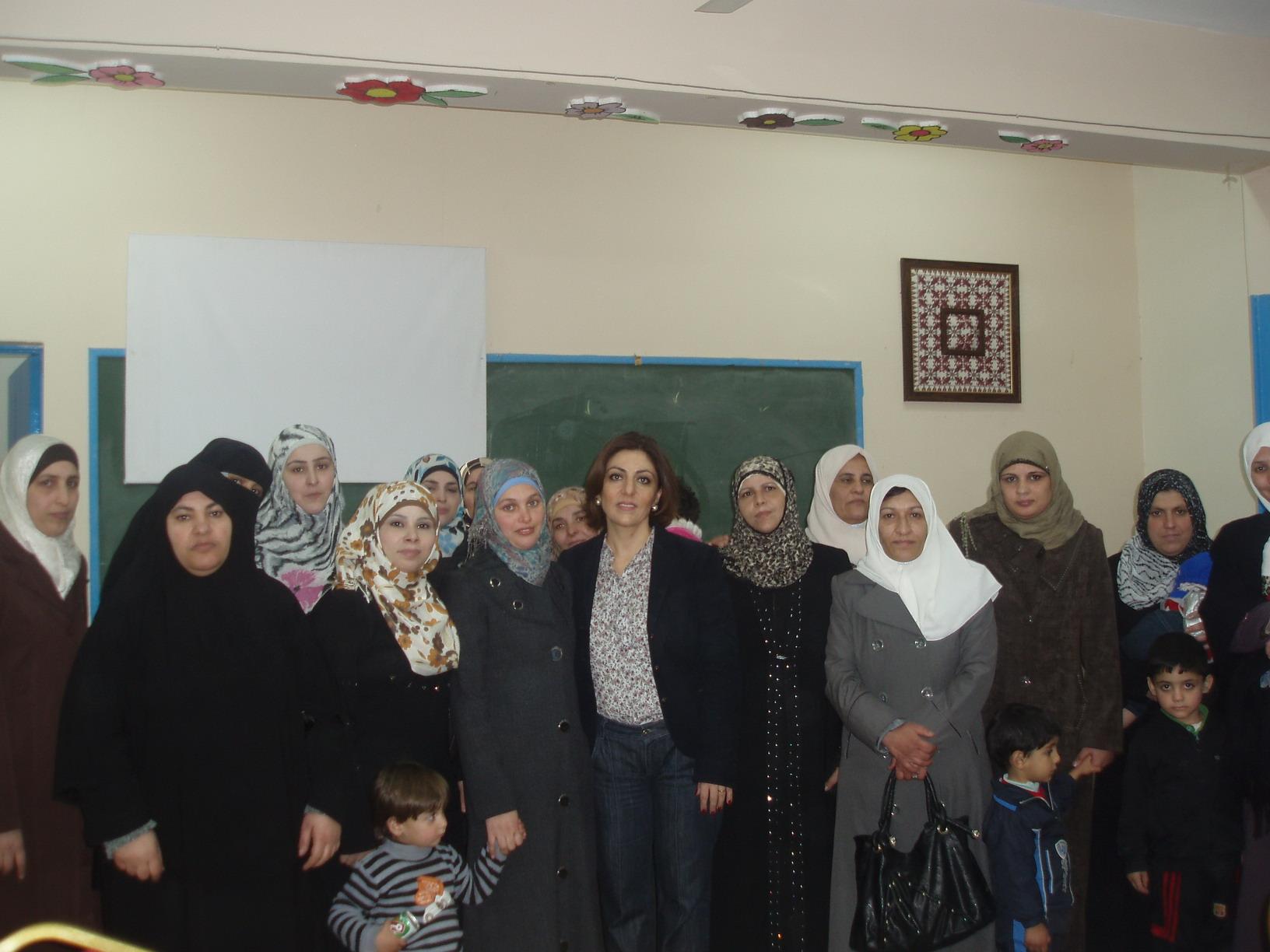 صورة ندوة  بمناسبة يوم المرأة العالمي في مدرسة اناث البقعة الاعدادية
