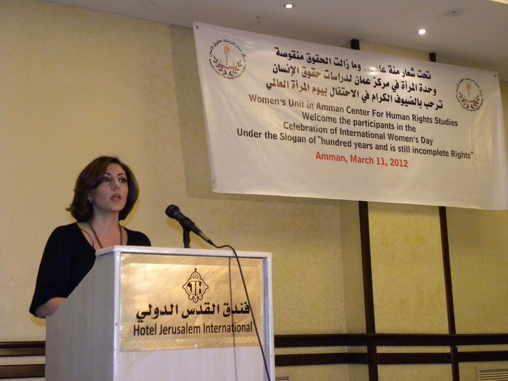 السيدة لينا جزراوي منسقة وحدة المرأة في مركز عمان لدراسات حقوق الانسان