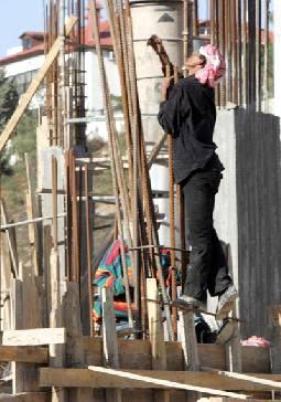 Photo of حملة تفتيش بحق الوافدين تثير استياءً حقوقيا