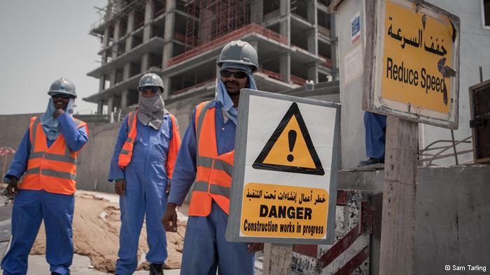 Photo of قطر ـ وعود مصحوبة بإجراءات قليلة لحماية حقوق العمال الوافدين