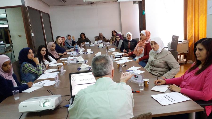 صورة اختتام الدورة الأولى للمشاركات في الدفعة الثامنة في برنامج المعهد الأردني للقيادات النسائية