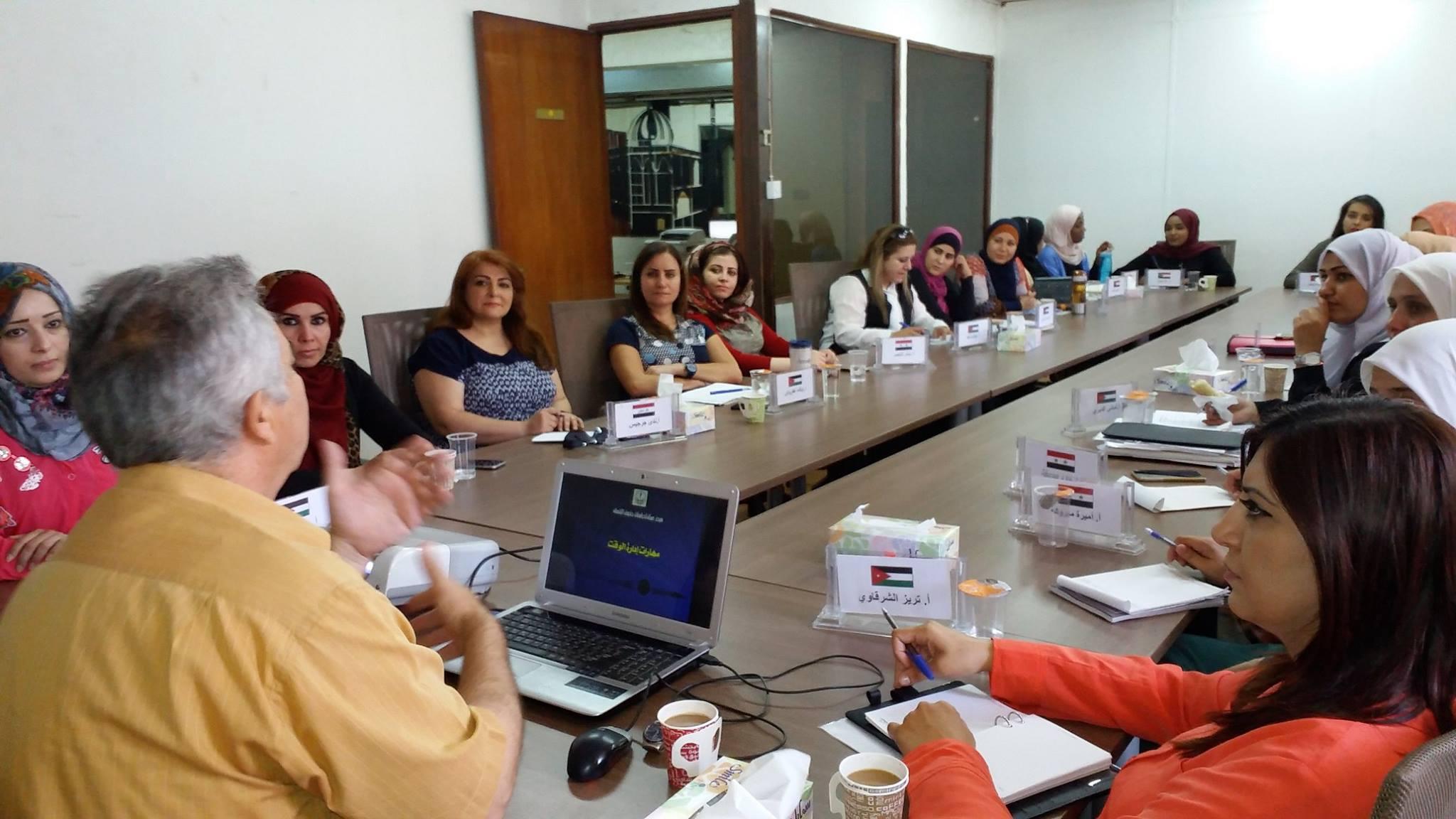 Photo of اختتام دورة للمشاركات في برنامج القيادات النسائية 2016