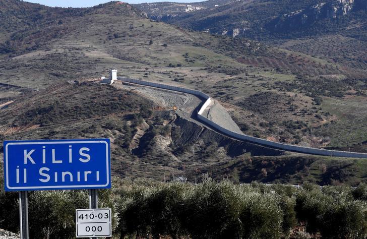 صورة تركيا/سوريا: حرس الحدود يطلقون النار على السوريين الهاربين ويصدّوهم
