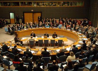 صورة المنظمات الحقوقية تطالب أمريكا وبريطانيا وفرنسا الدول دائمة العضوية في مجلس الأمن بالتوقف عن لعب دور شرطي العالم وتحمل مسؤولياتها لحفظ الأمن والسلام الدوليين واحترام ميثاق الأمم المتحدة