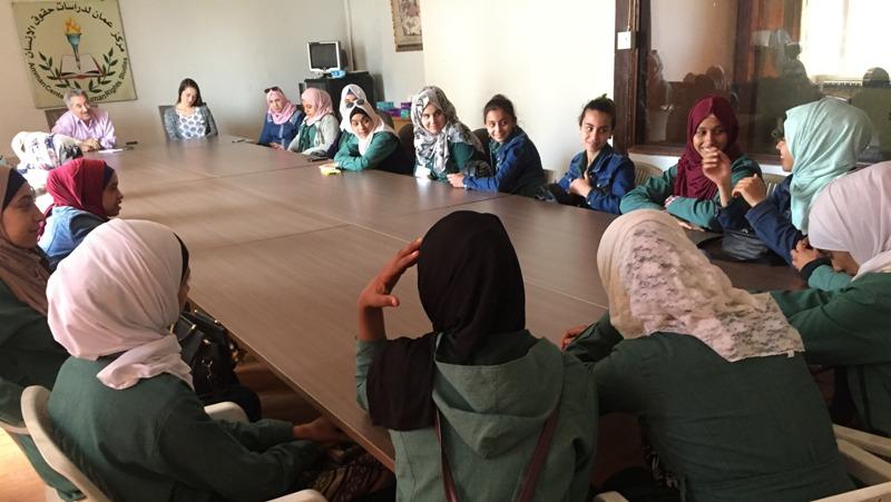 Photo of مركز عمان يستضيف وفداً من مدرسة ايناث مخيم جرش الاعدادية الأولى