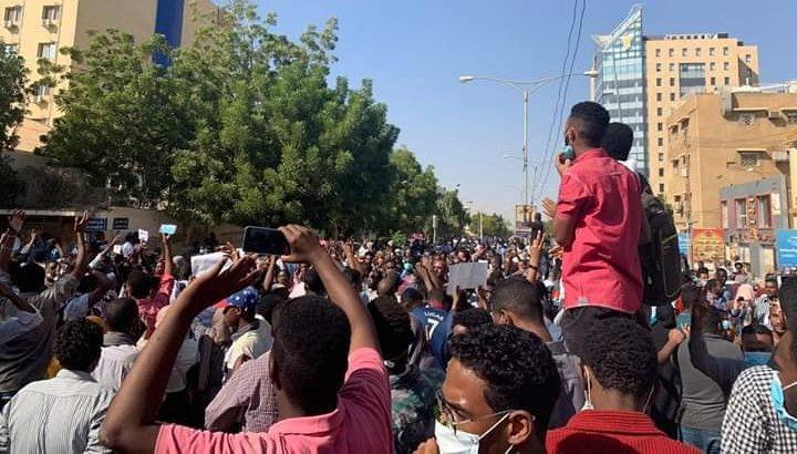 Photo of 40  منظمة وشبكة وتحالف حقوقي من 12 دولة عربية يدينون الممارسات القمعية ويطالبون باللإفراج الفوري عن المعتقلين والمعتقلات والاستجابة للمطالب المشروعة للشعب السوداني